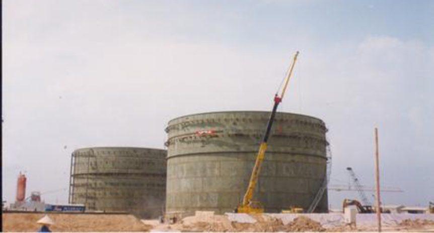 Lắp dựng bồn chứa 10.000m3 cho Nhà máy điện Phú Mỹ